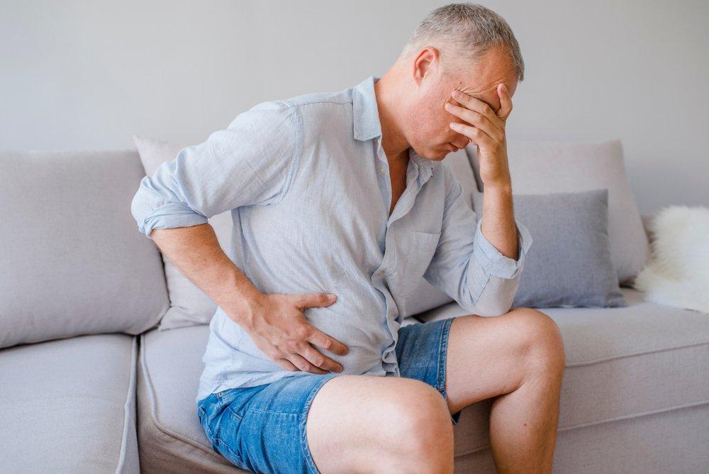 Un homme avec des douleurs abdominales.   Photo: Shutterstock
