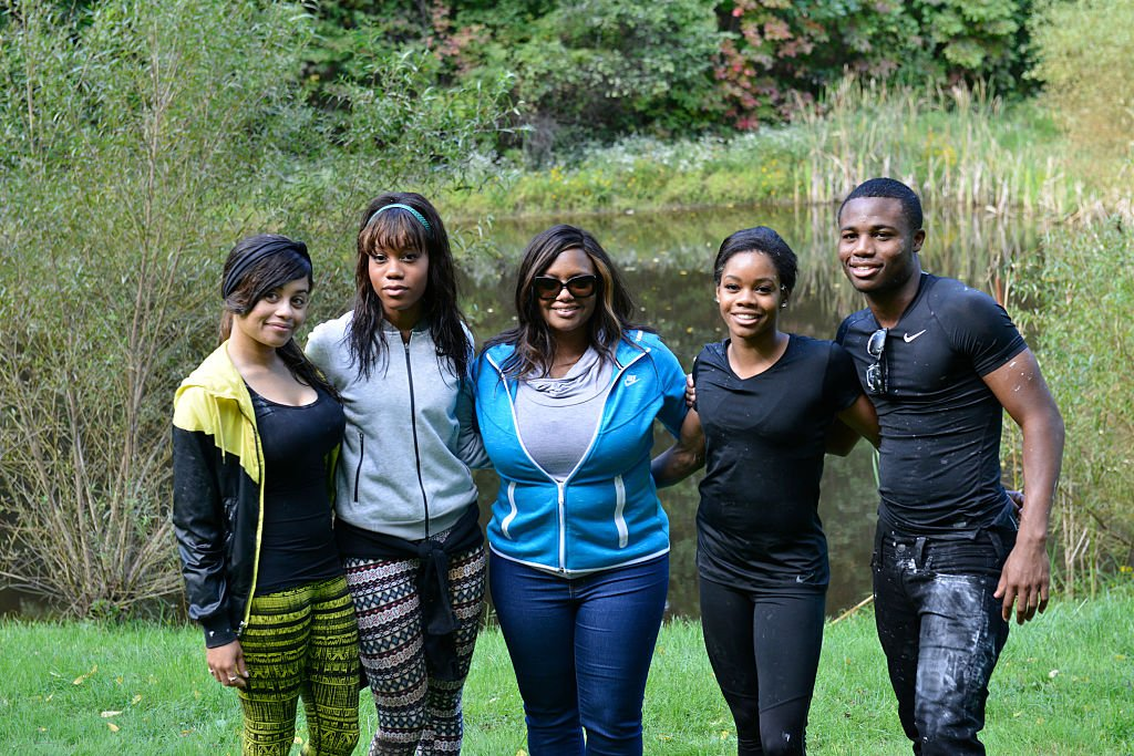 """Arielle Hawkins, Joyelle Douglas, Natalie Hawkins, Gabrielle """"Gabby"""" Douglas, Johnathan Douglas during the filming of an episode of """"Douglas Family Gold"""" in 2015. I Image: Getty Images."""