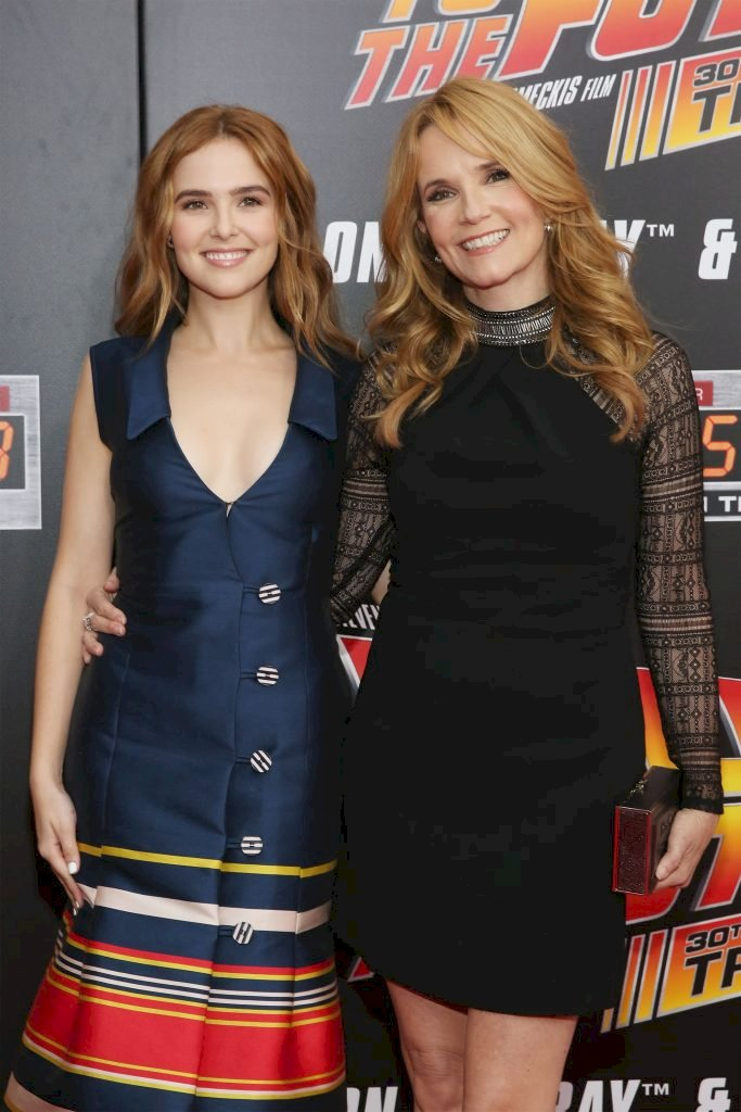 NEW YORK, NY - OCTOBER 21: Actresses Zoey Deutch and Lea Thompson attend