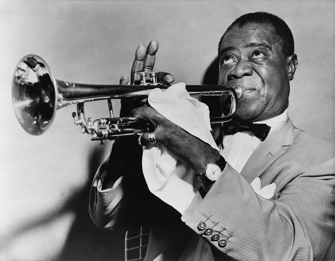 Louis Armstrong playing the trumphet. | Photo: Wikimedia Commons Images