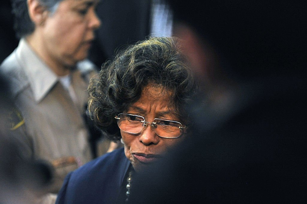 Katherine Jackson verlässt das Gericht nach der Verurteilung von Dr. Conrad Murray am 29. November 2011 vor dem Obersten Gerichtshof von Los Angeles Quelle: Getty Images