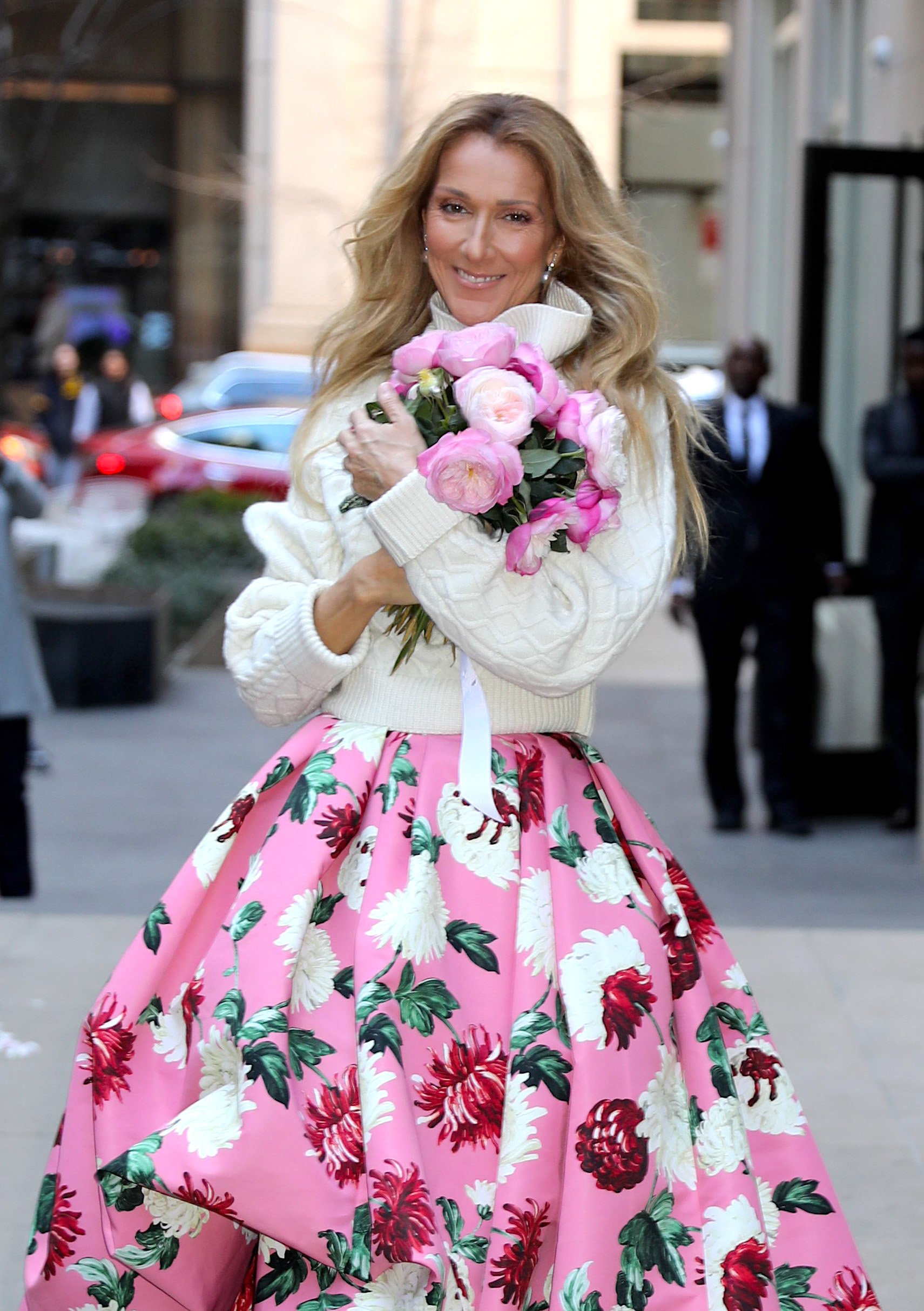 Celine Dion seen walking on the streets of New York holding flowers, 2020 | Photo: Getty Images