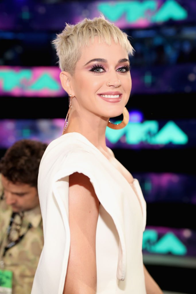 Katy Perry shows off a pixie cut at the MTV Video Music Awards in Inglewood, August, 2017. | Photo: Getty Images.
