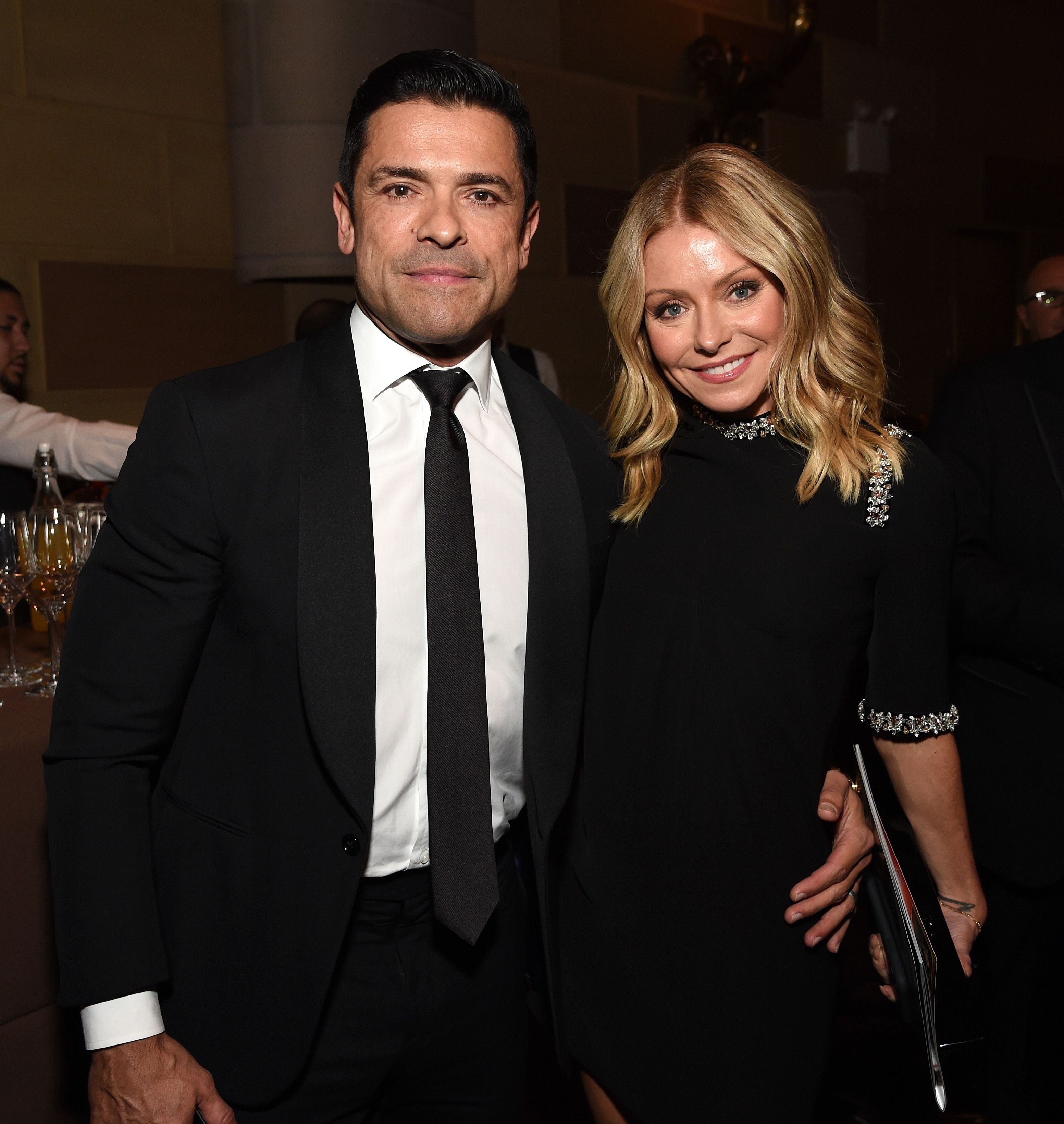 Mark Consuelos and Kelly Ripa pose during the Radio Hall of Fame Class of 2019 Induction Ceremony at Gotham Hall on November 08, 2019. | Photo: Getty Images