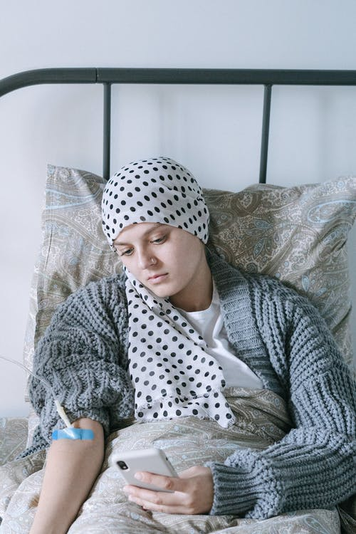 Sick woman with head scarf | Source: Pexels