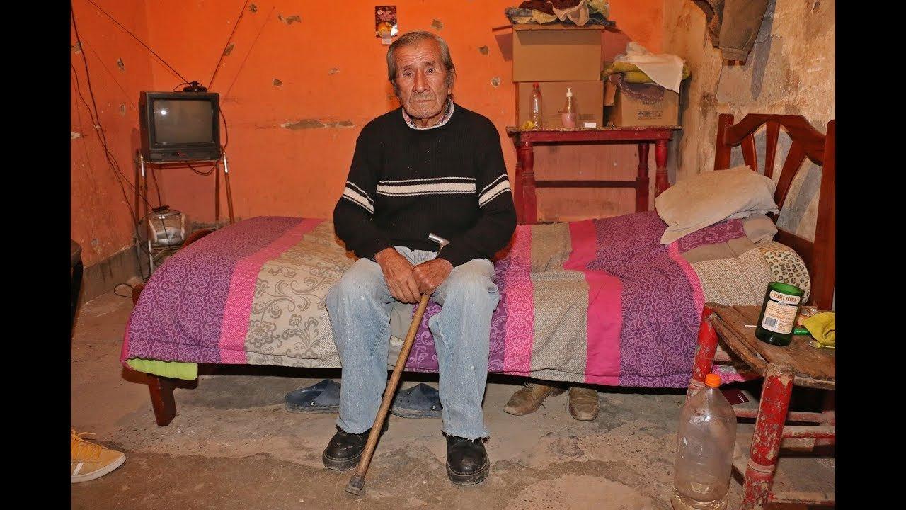 Jorge del Carmen Aguilera dans sa nouvelle chambre. | YouTube/Tiempo de San Juan