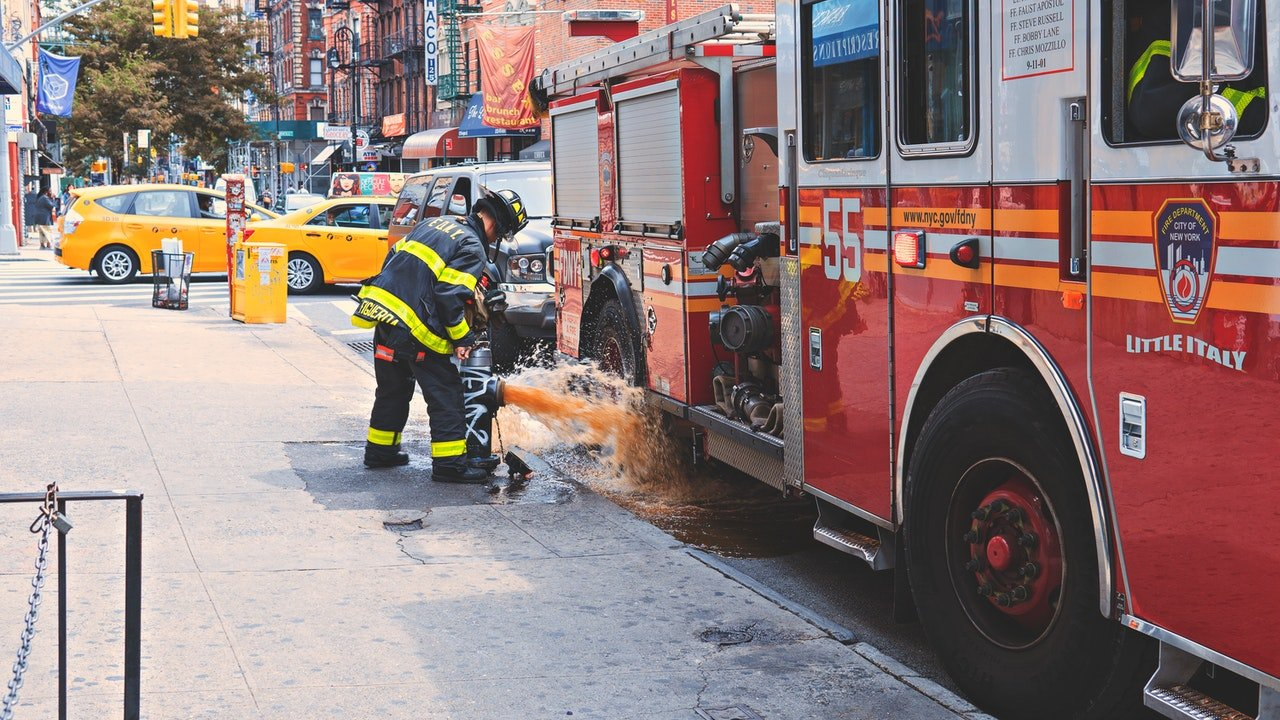 Fireman in front of a fire truck | Photo: Pexels