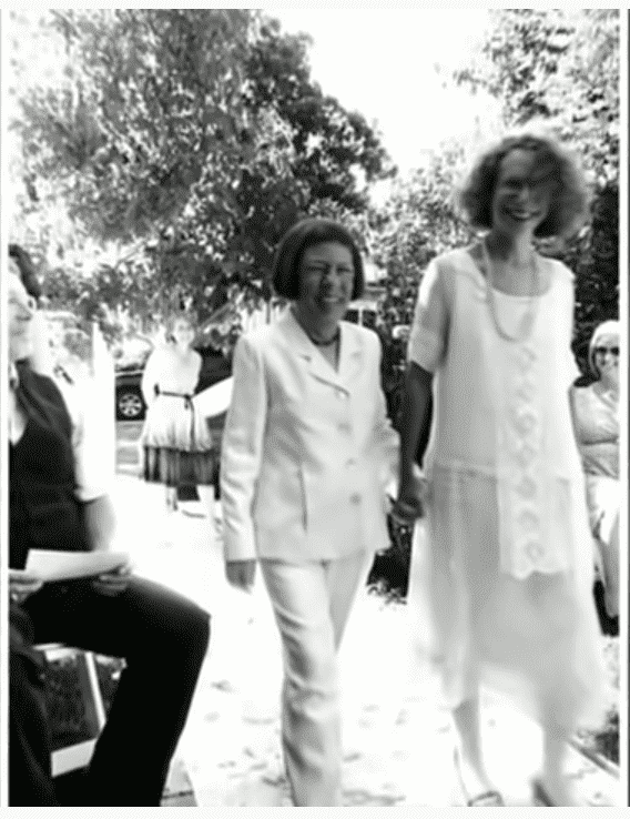 Linda Hunt and her wife Karen Kline. Image Source: YouTube/ FastTheLatestNews.