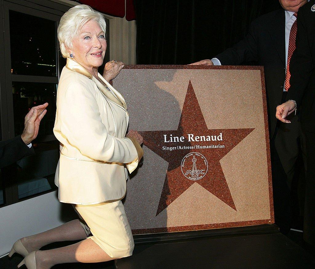 Line Renaud recevant son étoile du Walk of Stars à Las Vegas. l Source : Getty Images