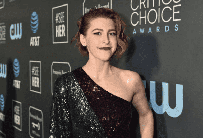 Eden Sher arrives on the red carpet at The 24th Annual Critics' Choice Awards, on January 13, 2019 in Santa Monica, California| Source: Getty Images (Photo by Jeff Kravitz/FilmMagic)