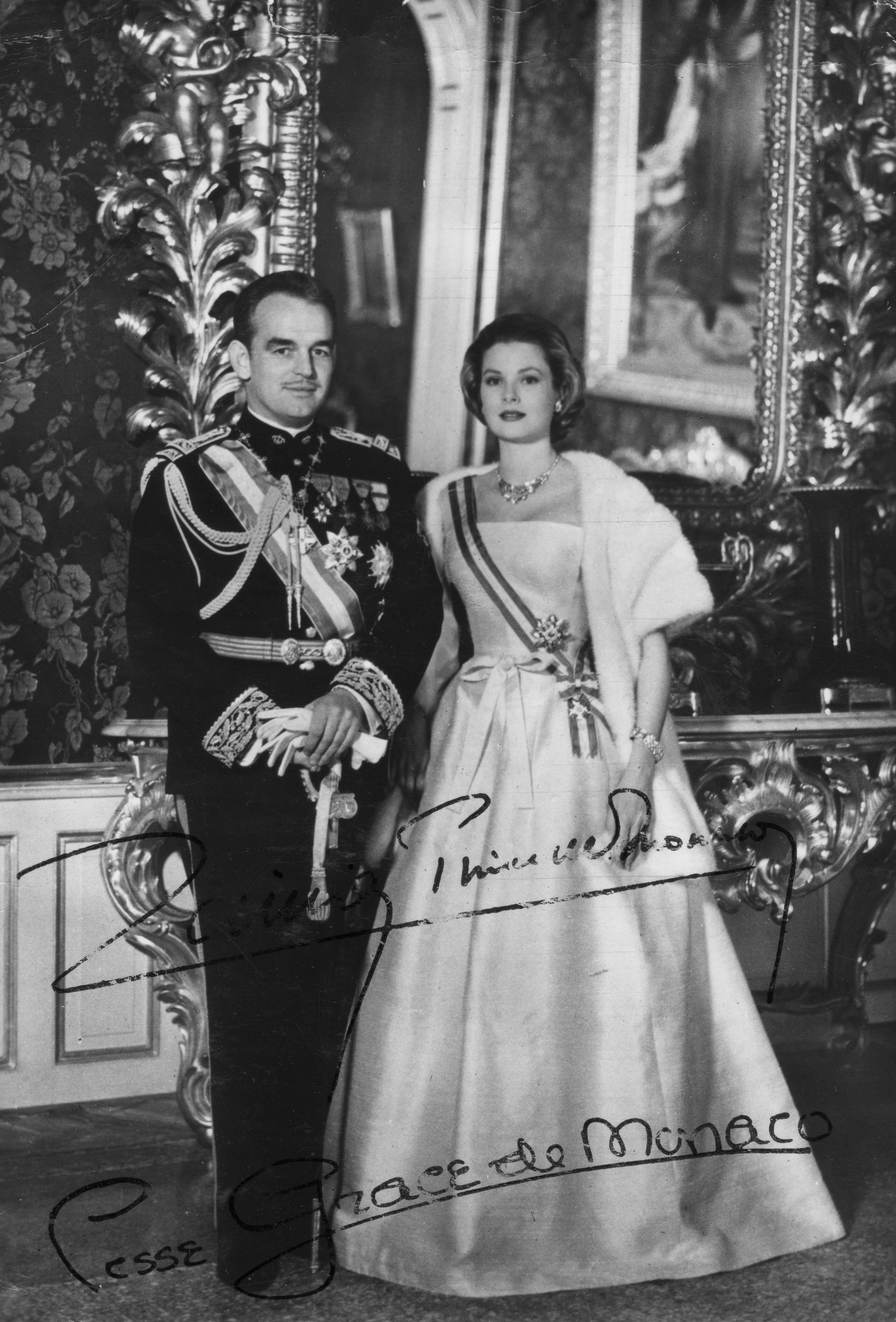 Prince Rainier III and Princess Grace of Monaco -- Official Portrait | Source: Getty Images