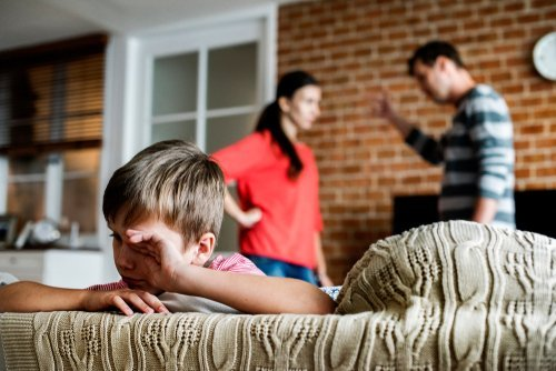 Parents fighting while child is crying. | Source: Shutterstock.