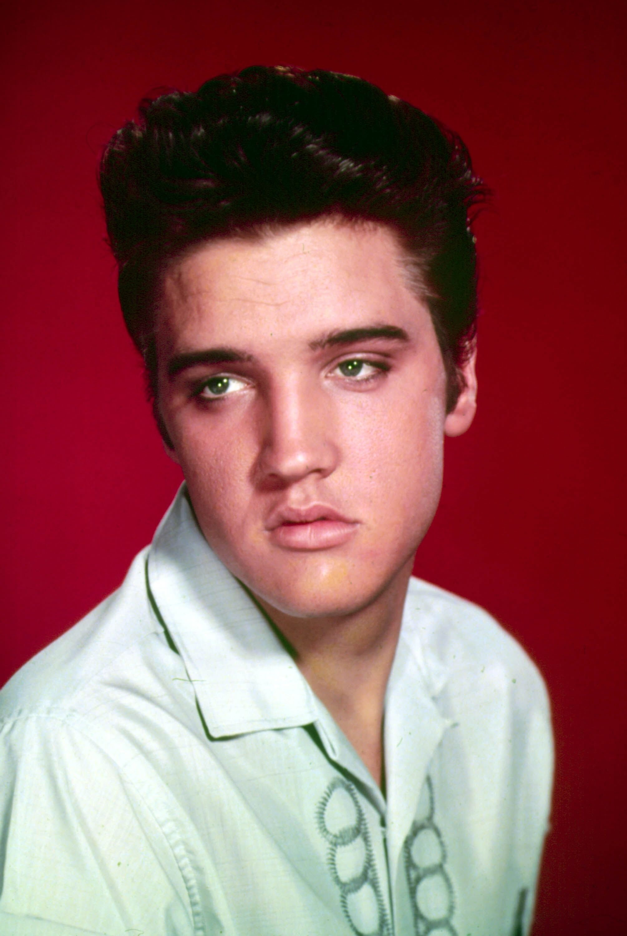 Singer Elvis Presley poses for a studio portrait circa 1964 | Source: Getty Images