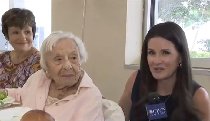 Louise Signore a eu 107 ans le 31 juillet.   Photo: YouTube / CBS New York