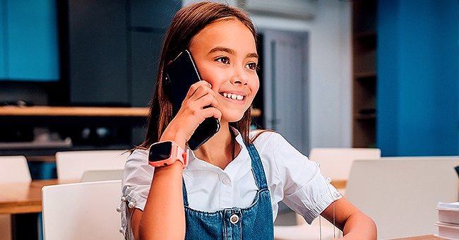 A girl happily talking on the phone. | Photo: Shutterstock