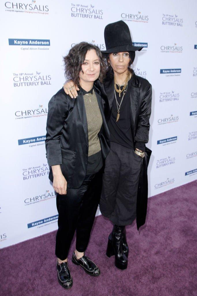 Sara Gilbert et Linda Perry. l Source : Getty Images