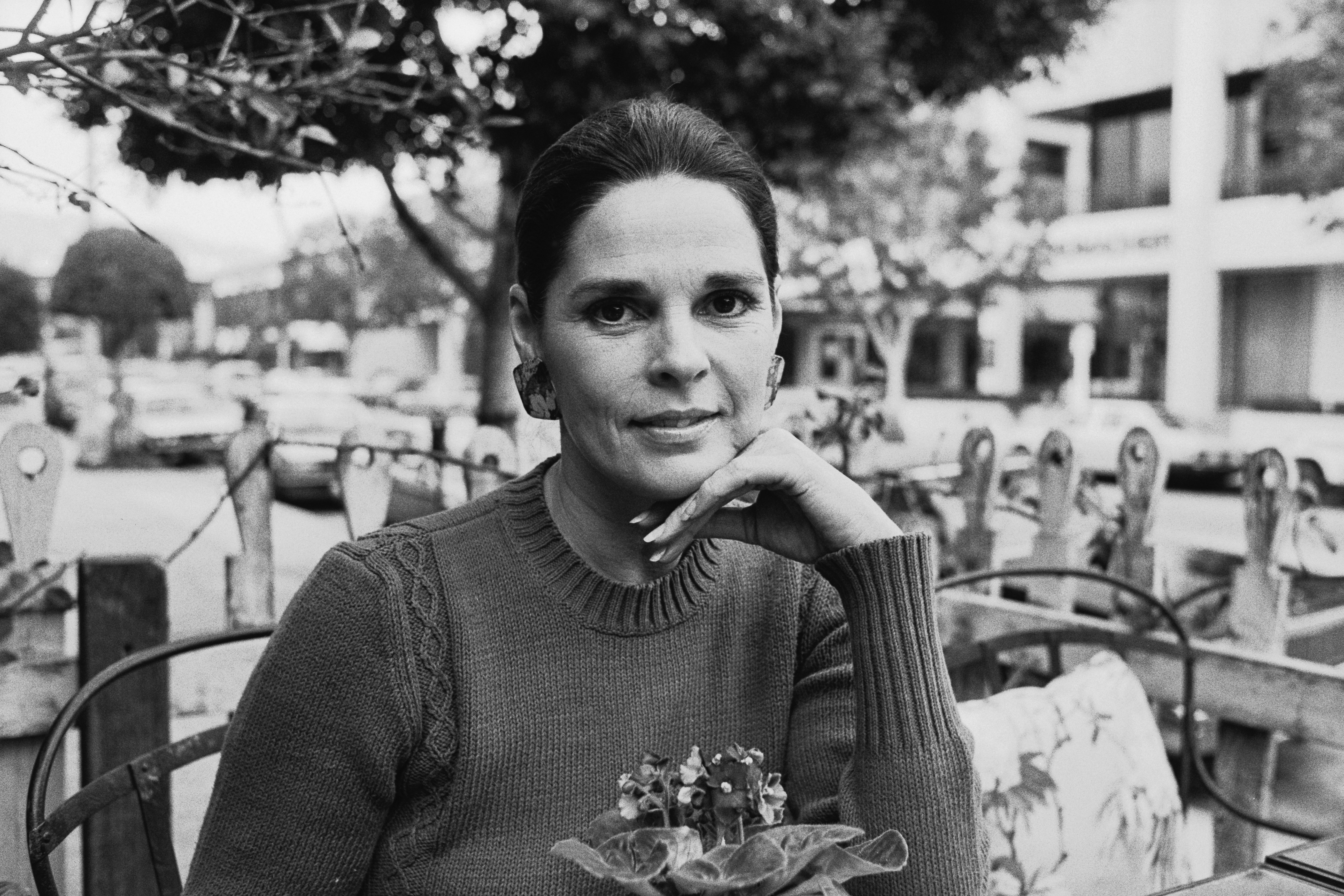 Actress Ali MacGraw, wearing a knitted jumper, as she supports her chin on her hand, 6th February 1985.  Photo: Getty Images