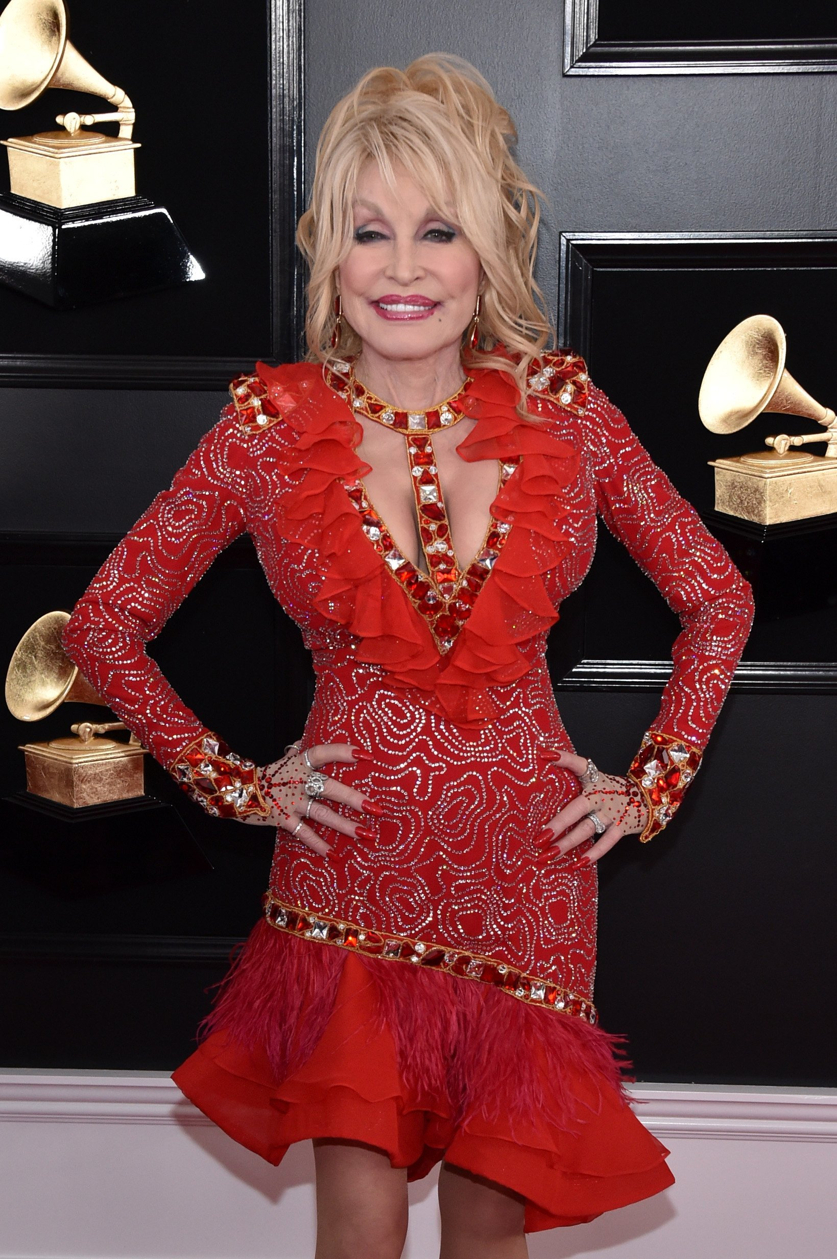 Dolly Parton posing for the photographers at the 61st Annual Grammy Awards at Staples Center in Los Angeles, California. | Photo: Getty Images.
