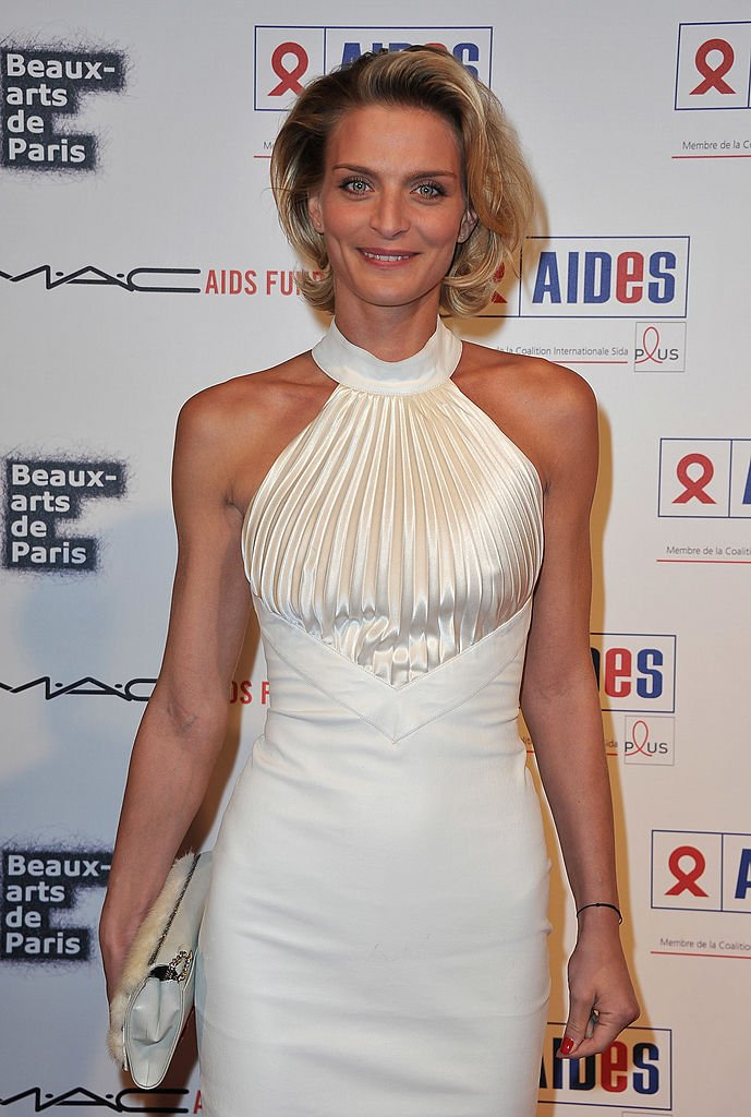 L'actrice Sarah Marshall assiste au dîner de gala Aides aux Beaux-Arts de Paris le 27 novembre 2010 à Paris. | Photo : Getty Images
