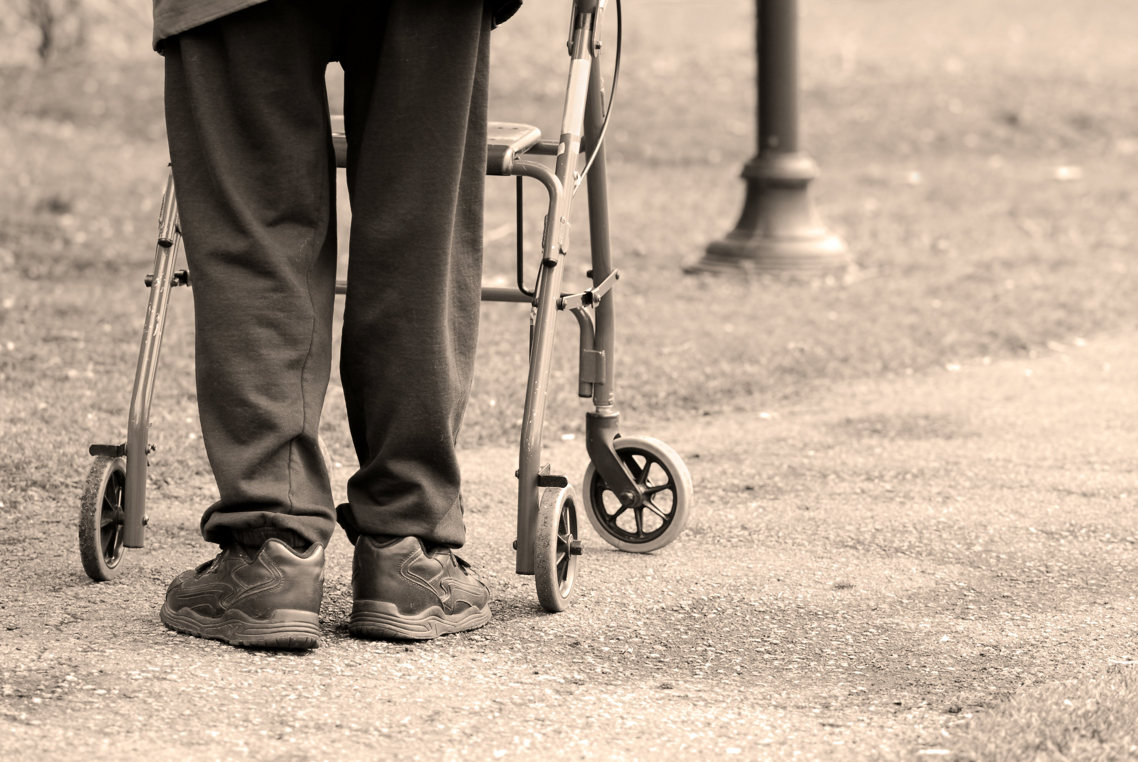 An elderly man with his walker was left inside a burning home. | Photo: Shutterstock