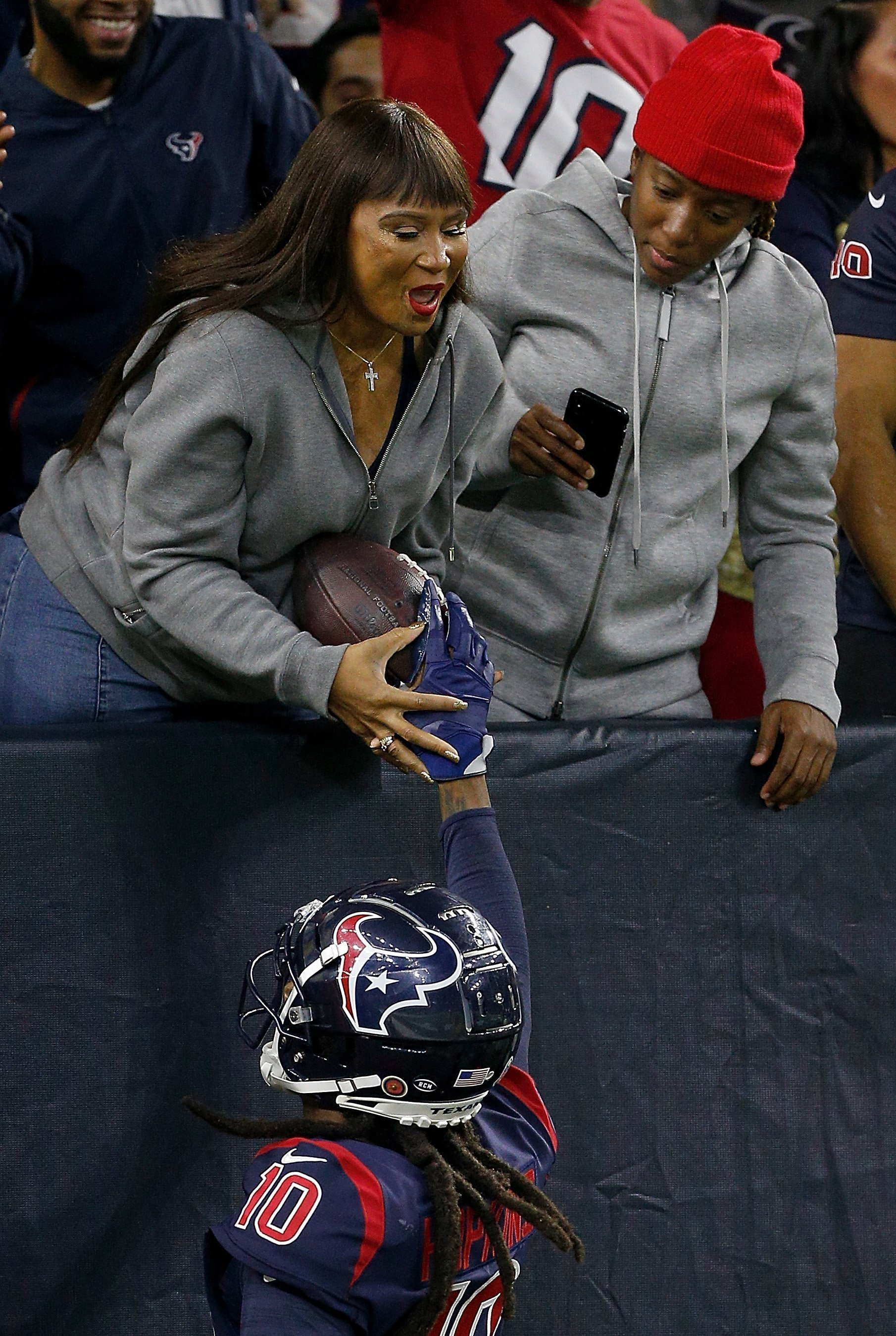 DeAndre Hopkins #10 of the Houston Texans hand the ball to his mother, Sabrina Greenlee after a touchdown in the second quarter over the Indianapolis Colts on November 21, 2019 | Photo: GettyImages