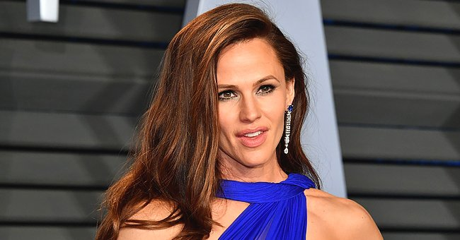 Why Jennifer Garner Takes Her Cat for Walk in a Stroller
