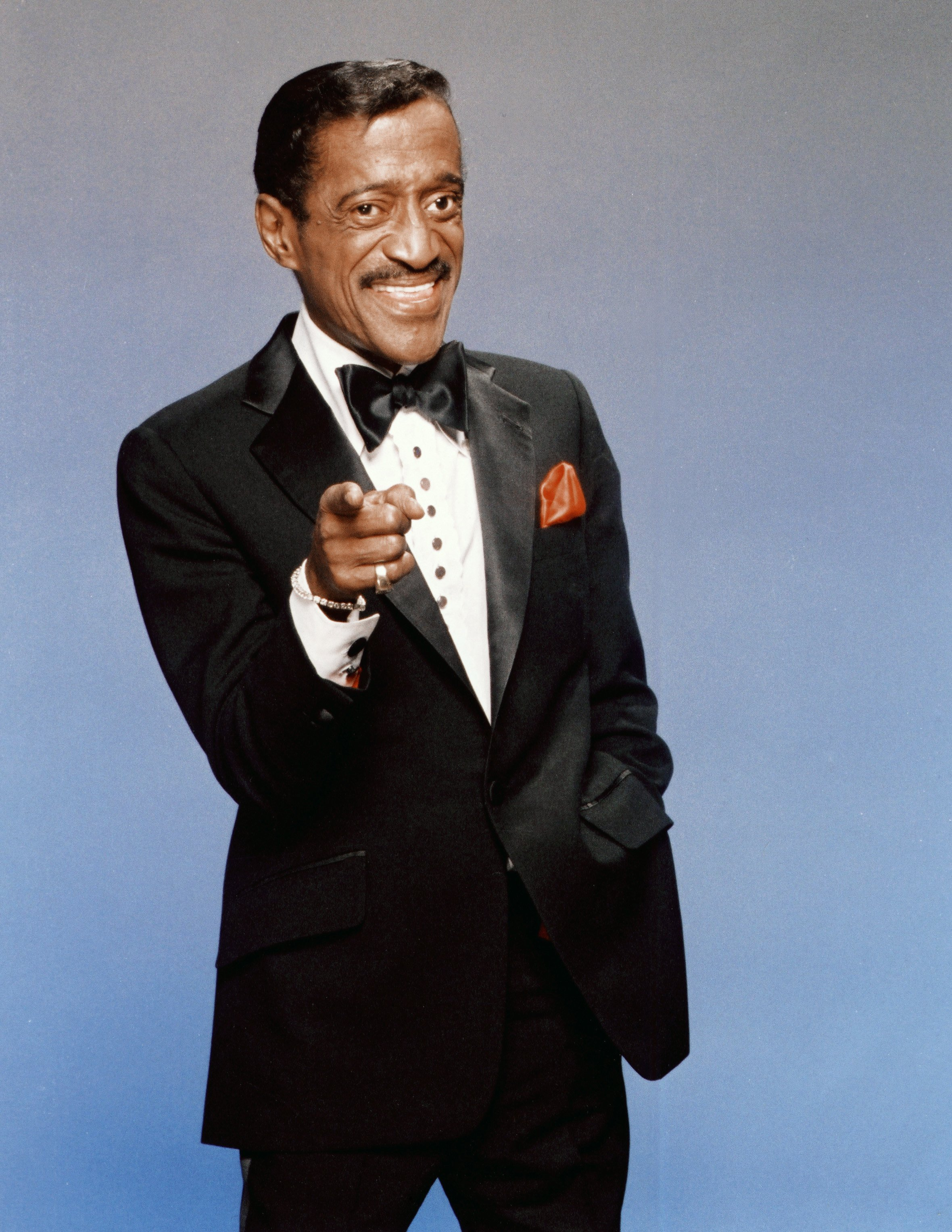Actor Sammy Davis Jr. poses for a portrait in 1988 in Los Angeles, California. | Source: Getty Images
