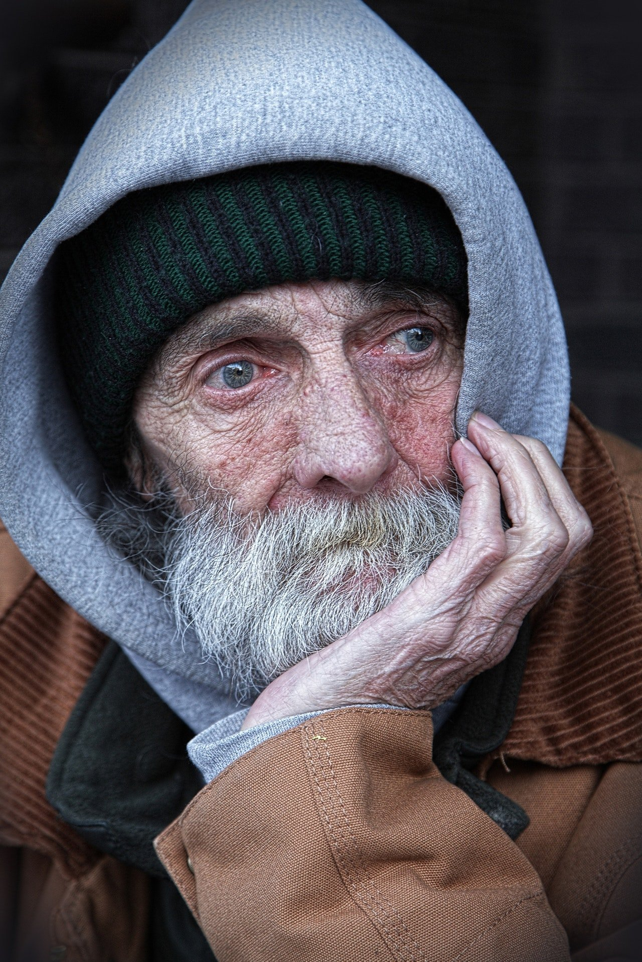 The homeless man did a good deed for Paul.   Source: Pexels
