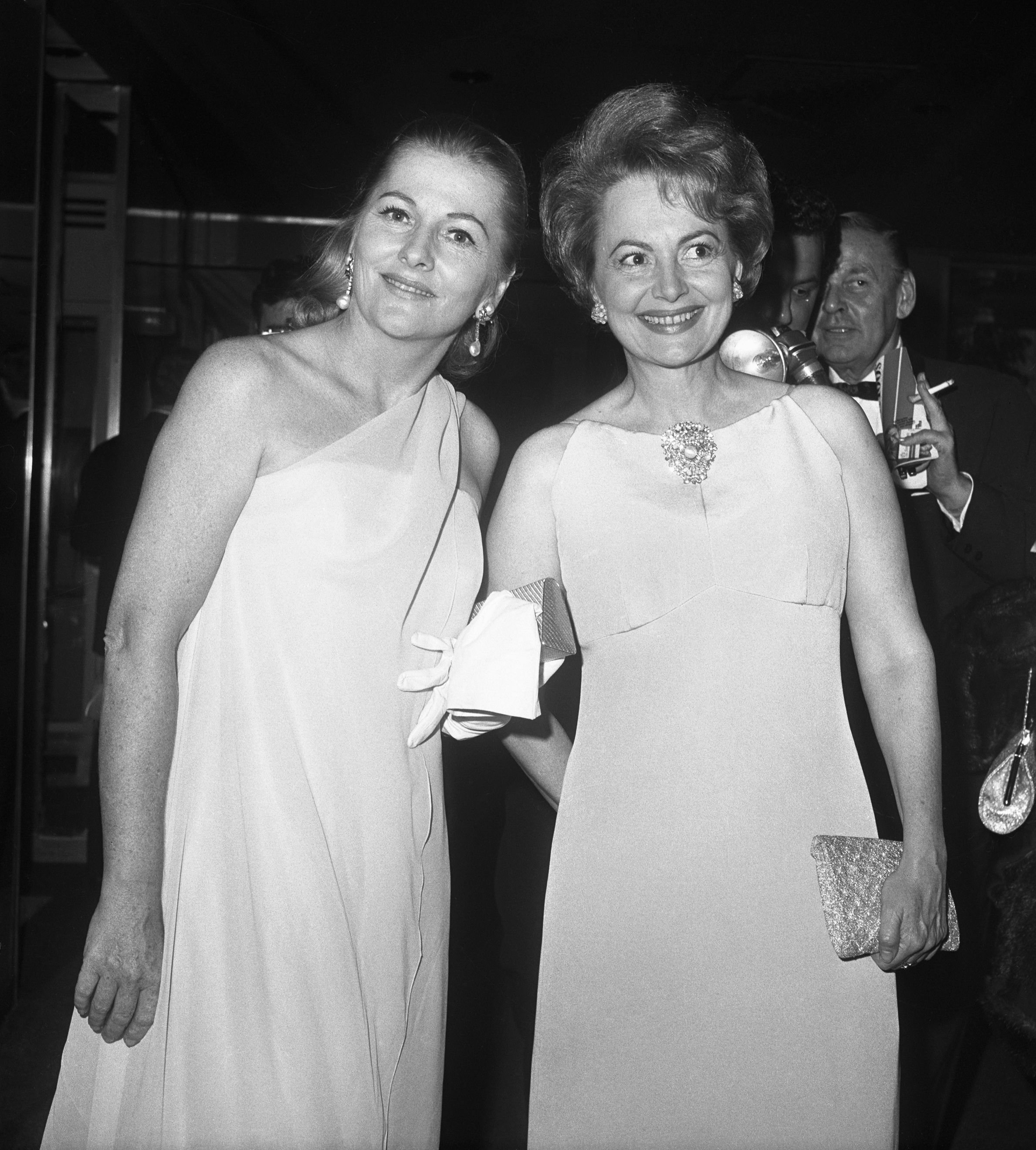 Sisters Joan Fontaine and Olivia DeHavilland at a party for the premiere of a one-woman show of Marlene Dietrich's on Broadway on October 9, 1967. | Photo: Getty Images.