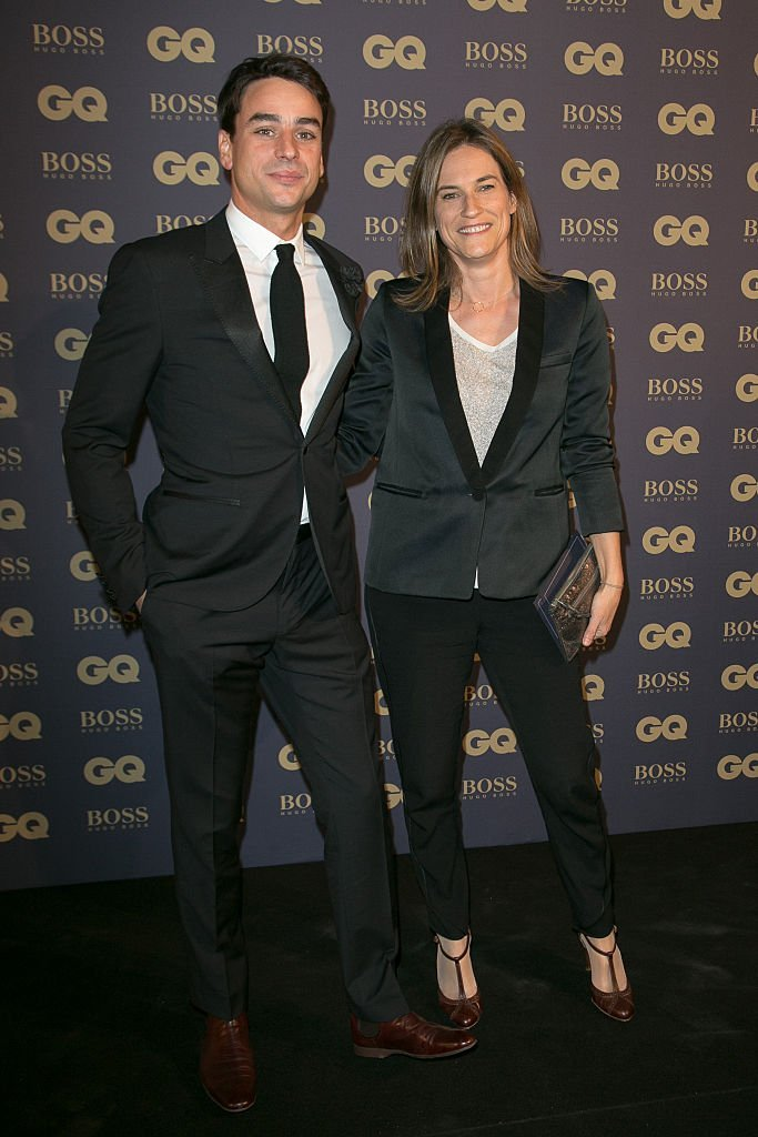 "Julian Bugier et Claire Fournier participent au photocall ""GQ Men of the Year 2014"" au Musée d'Orsay le 19 novembre 2014 à Paris, France. 