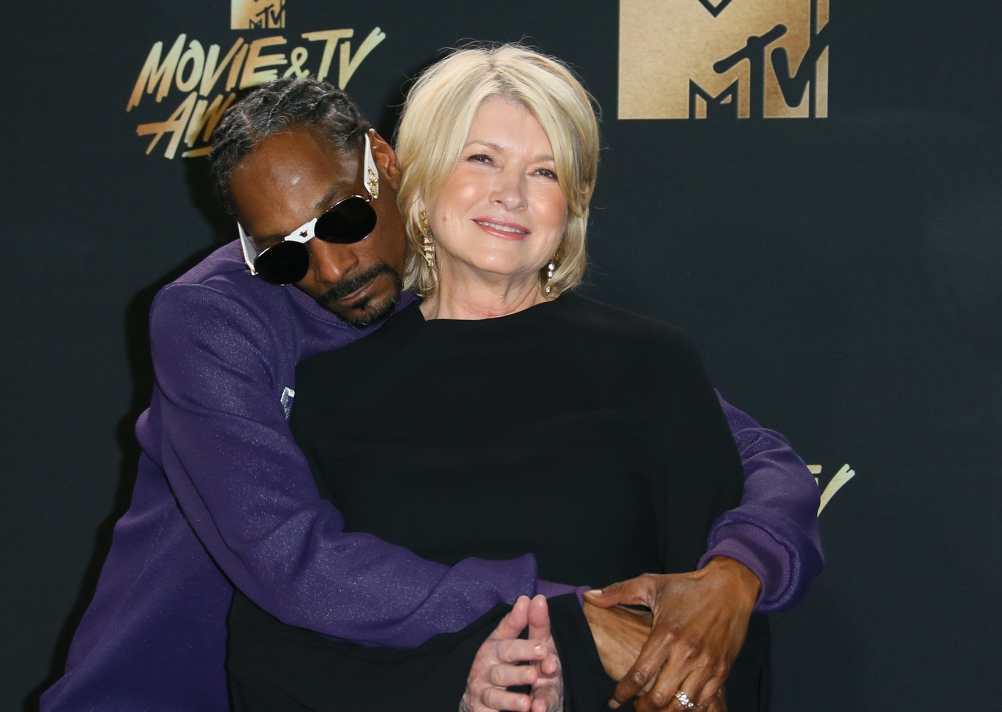 Snoop Dogg and Martha Stewart pose in the press room at the 2017 MTV Movie and TV Awards at The Shrine Auditorium on May 7, 2017 | Photo: Getty Images