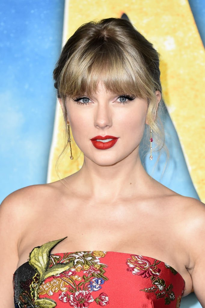 """Taylor Swift attends the world premiere of """"Cats"""" at Alice Tully Hall, Lincoln Center on December 16, 2019 in New York City 