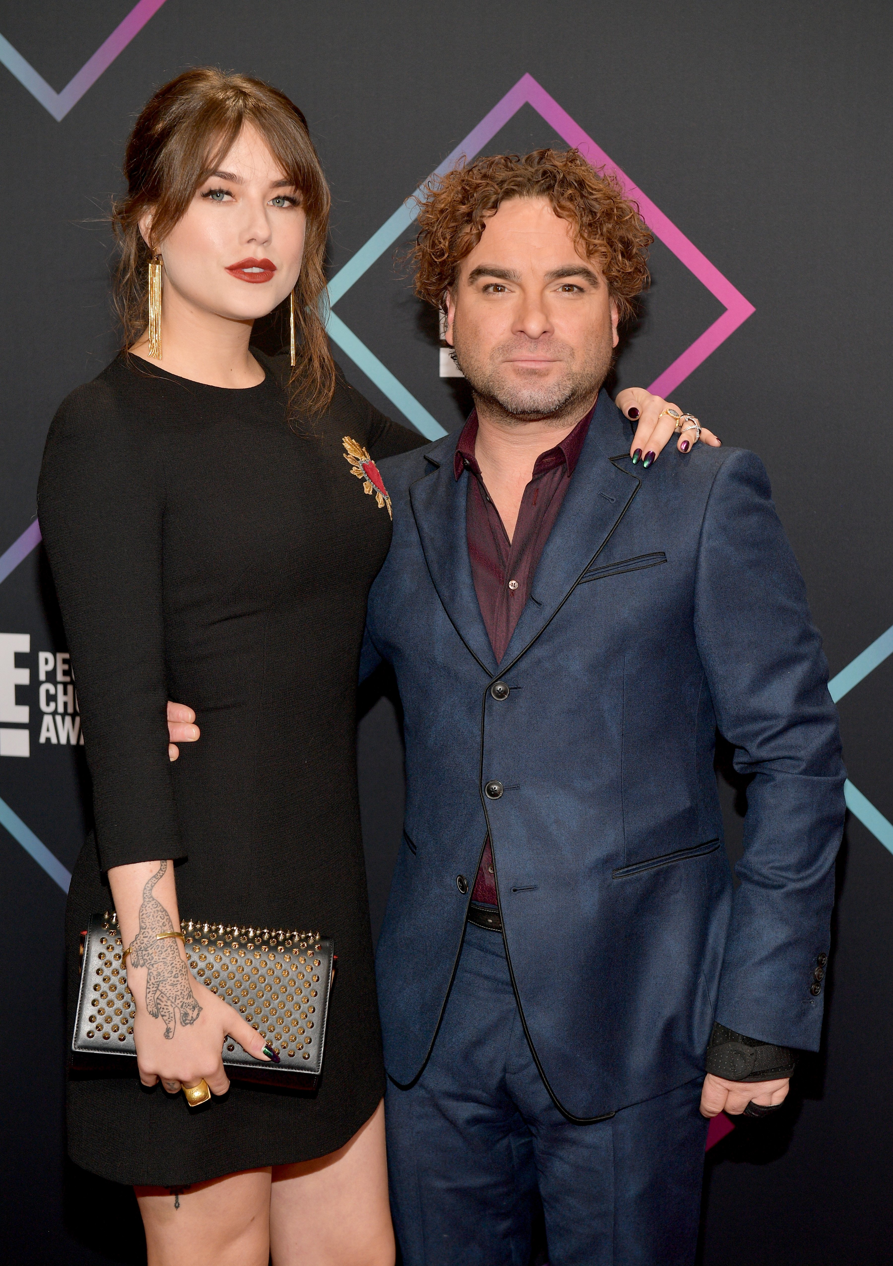 Johnny Galecki  and Alaina Meyer attend the People's Choice Awards 2018 on November 11, 2018, in Santa Monica, California. | Source: Getty Images.