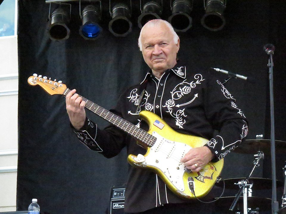 Dick Dale performing at the Orleans Hotel and Casino, Las Vegas | Photo: GettyImages