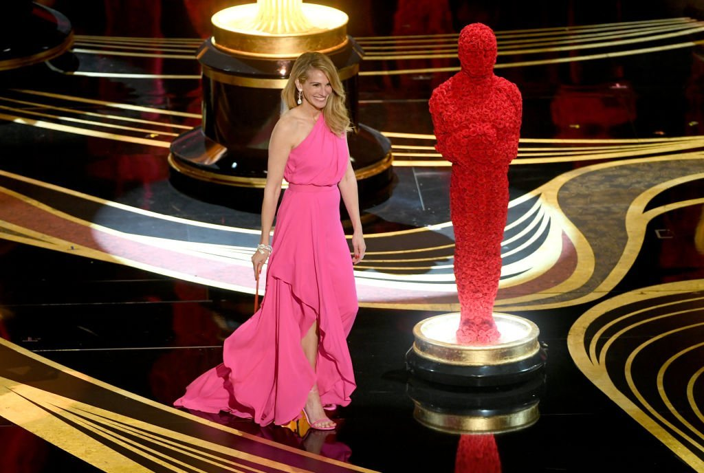 Julia Roberts walks onstage at the Annual Academy Awards in February 2019 | Photo: Getty Images