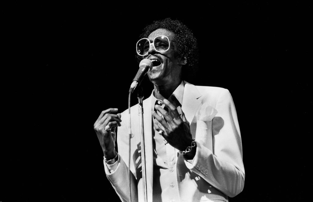 American Soul and R&B singer David Ruffin of the Temptations, performs onstage at the Auditorium Theatre, Chicago, Illinois, June 25, 1982. | Photo: Getty Images