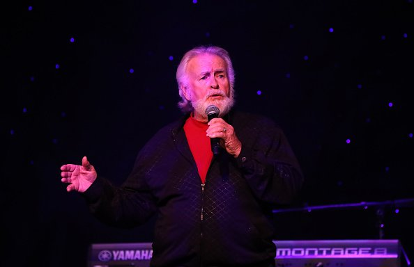 Kenny Rogers au Marilyn's Lounge à l'intérieur de l'hôtel Eastside Cannery Casino à Las Vegas, Nevada. | Photo : Getty Images
