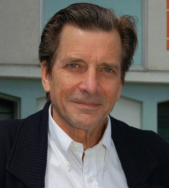 Picture taken of Dirk Benedict on 23 December 2012. | Source: Wikimedia Commons.