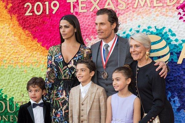 Matthew McConaughey y su familia en los Texas Medal Of Arts Awards 2019. | Imagen: Getty Images
