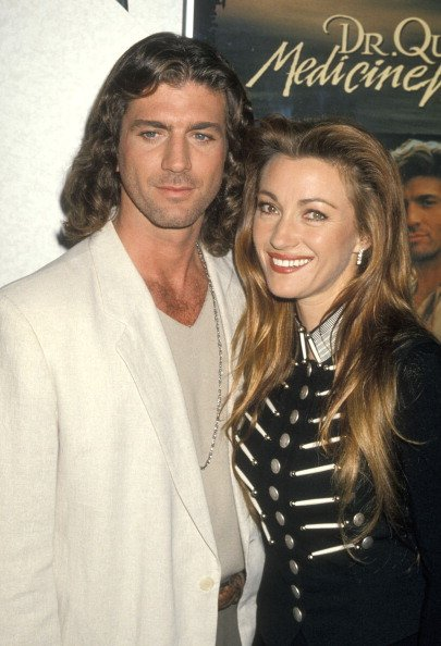 Joe Lando and Jane Seymour on January 24, 1995 at Sands Expo Center in Las Vegas, Nevada. | Photo: Getty Images
