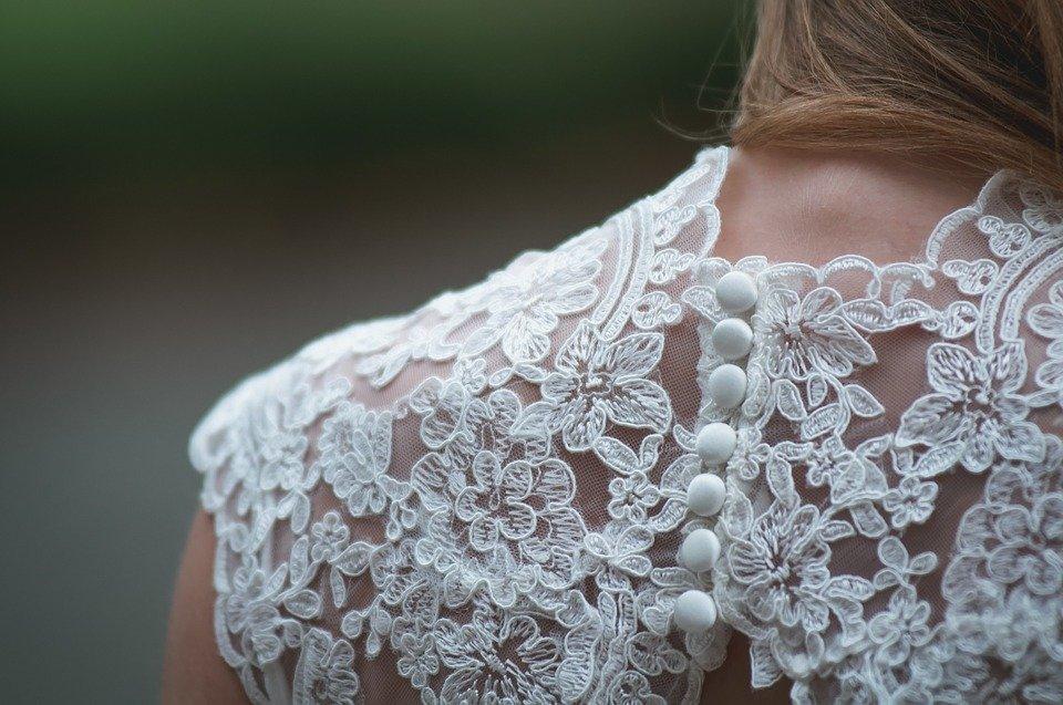 Une robe à dentelle | Photo : Pixabay