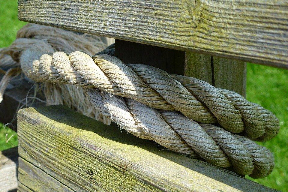Stricke an einem Zaun | Quelle: Max Pixel