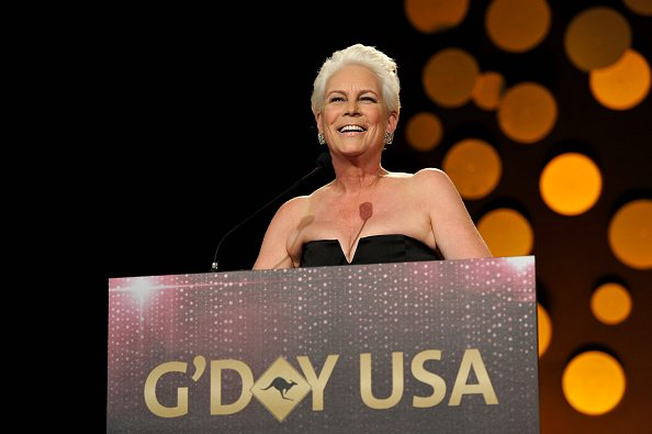 Jamie Lee Curtis habla en el escenario durante la gala de G'Day USA 2019 | Foto: Getty Images