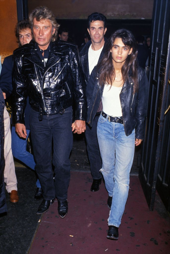 Johnny Hallyday et Adeline Blondieau lors d'une soirée au Palace le 15 septembre 1989 à Paris, France. | Photo :  Getty Images