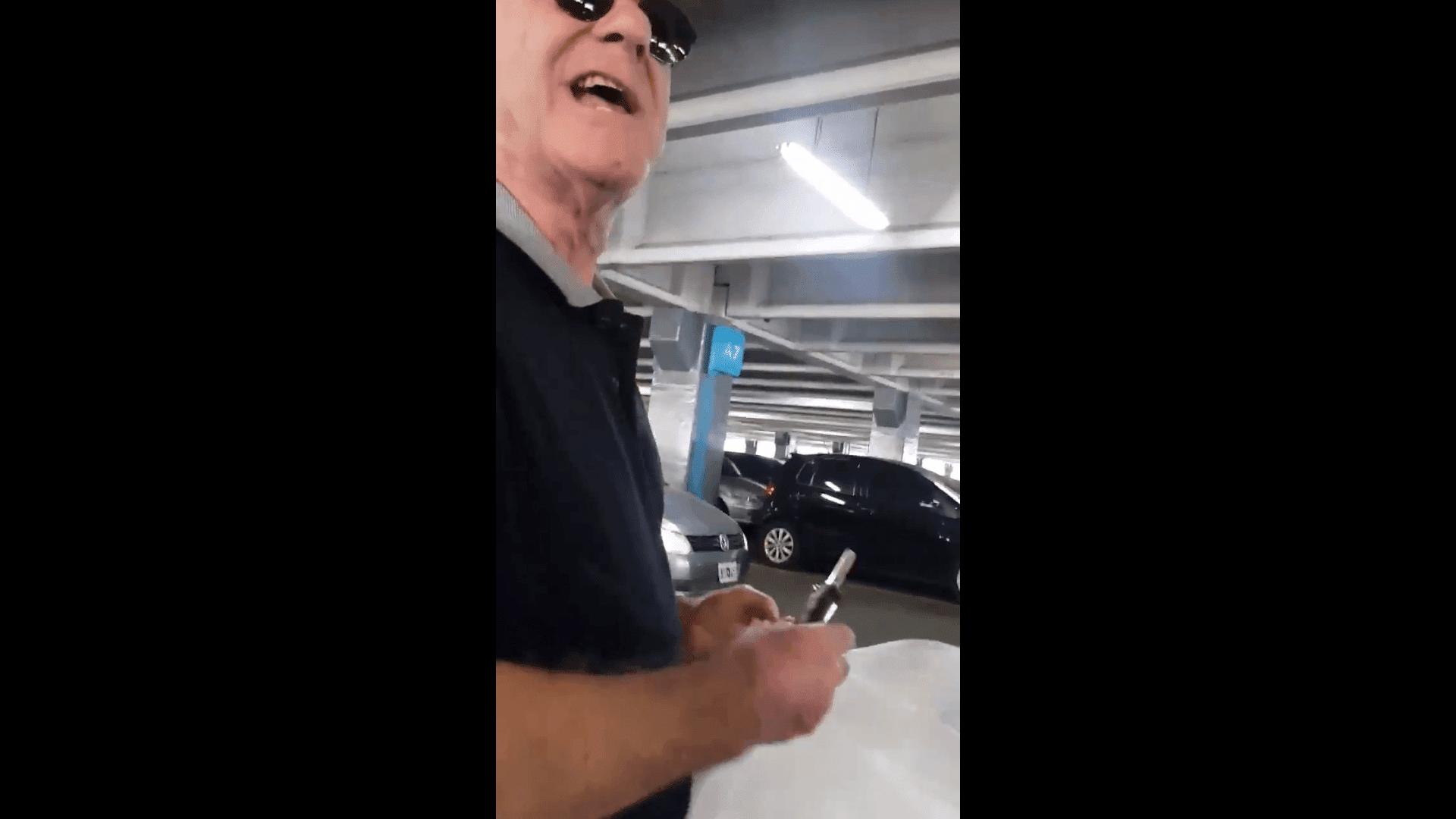 El hombre que insultó al conductor. Fuente: Twitter/diegobranca