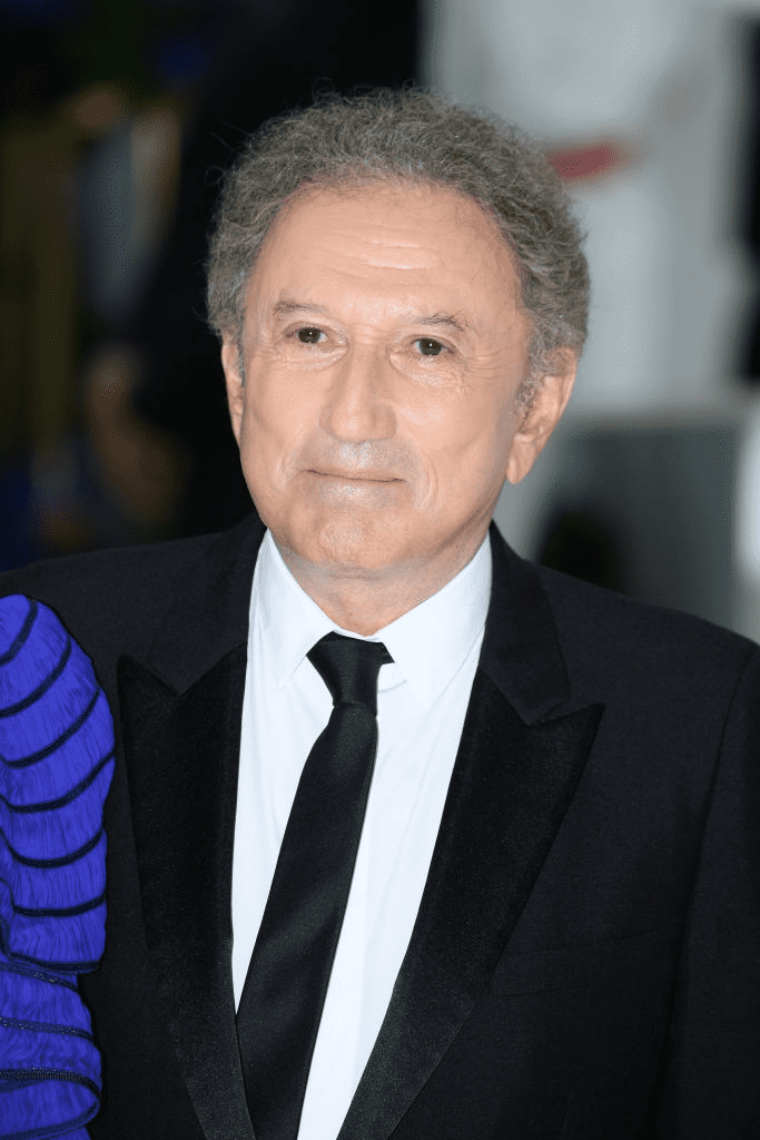 Michel Drucker assiste au 71ème Bal de la Croix-Rouge de Monaco le 26 juillet 2019 à Monaco, Monaco. | Photo : Getty Images