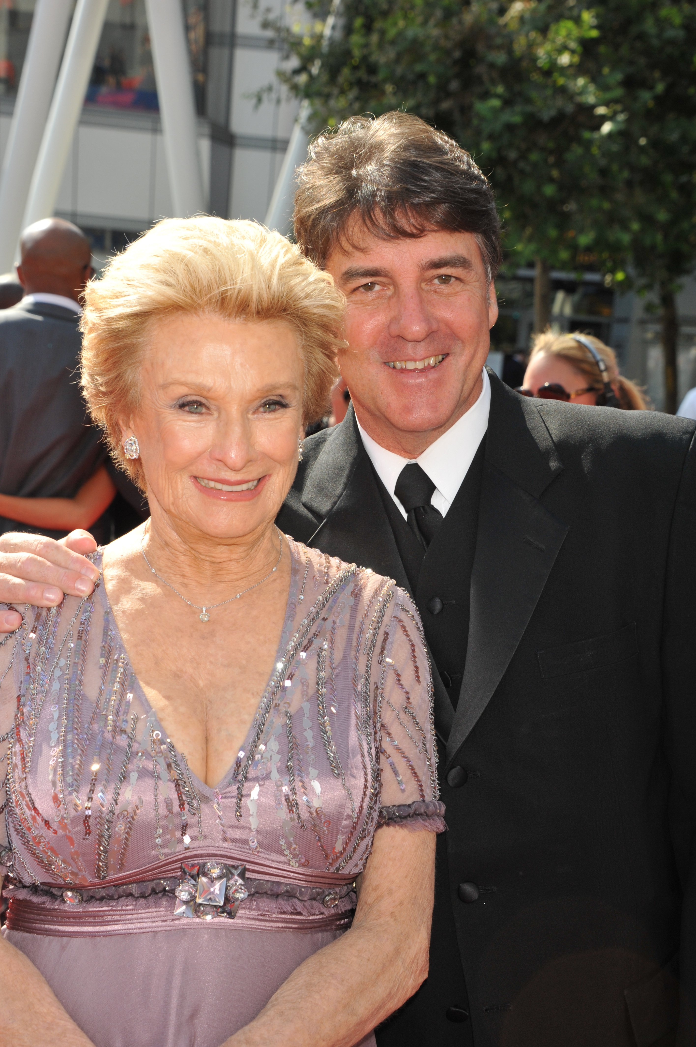Cloris Leachman and son George Englund arrive at the Primetime Creative Arts Emmy Awards at the Nokia Theater L.A. Live in 2011 | Photo: Getty Images