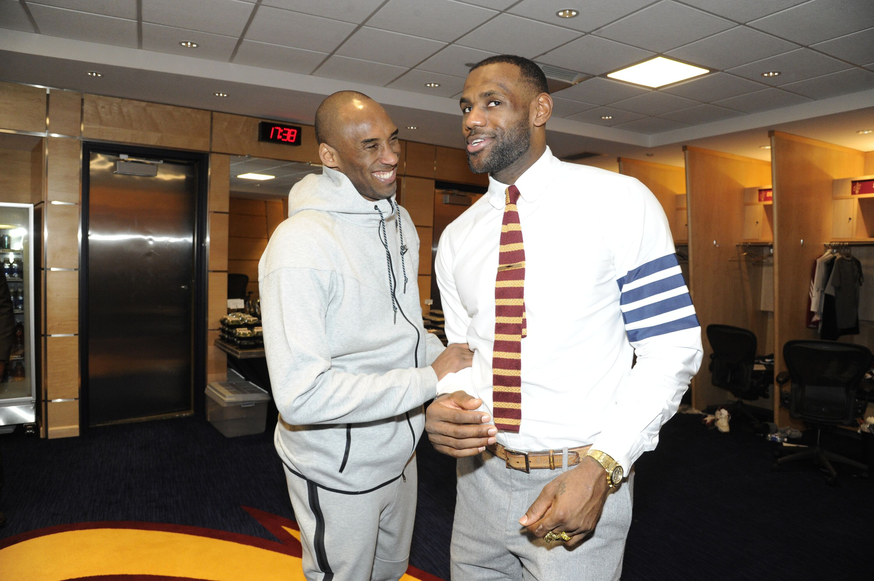 Kobe Bryant #24 of the Los Angeles Lakers greets LeBron James #23 of the Cleveland Cavaliers in the locker room after the game at The Quicken Loans Arena in Cleveland, Ohio | Photo: Getty Images