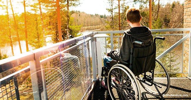 Niño de 4 años en silla de ruedas ha causado sensación al saltar en un trampolín