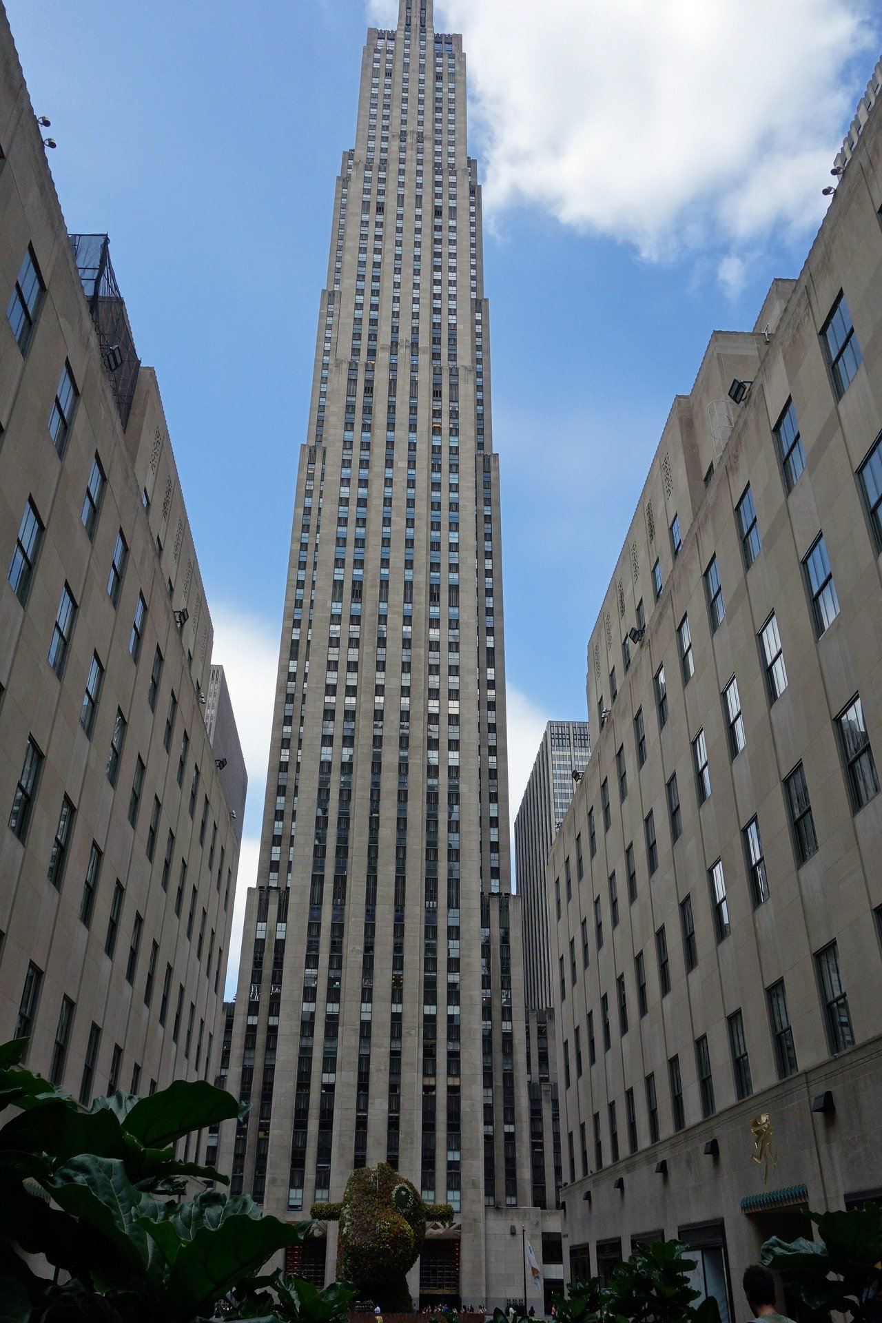 A tall building stands at the Rockefeller Center in New York City. | Photo: Pixabay